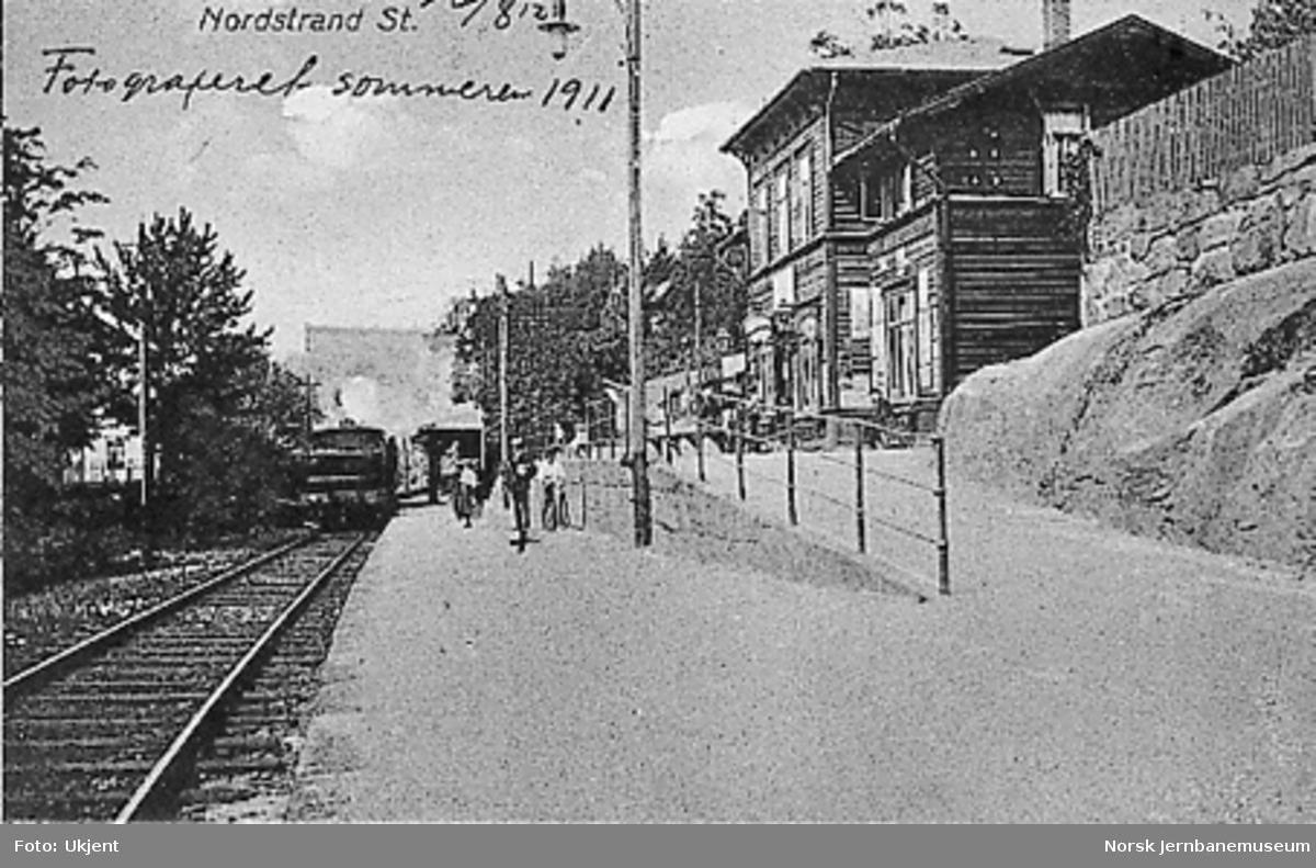 Nordstrand stasjon med ankommende tog