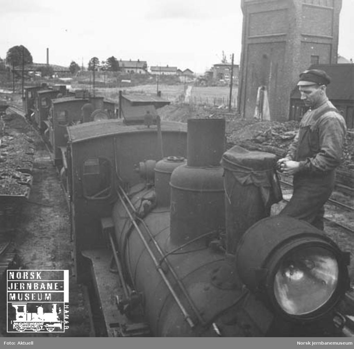 Hensatte, smalsporede damplokomotiver på Sundland i Drammen etter Vestfoldbanens overgang til normalspor