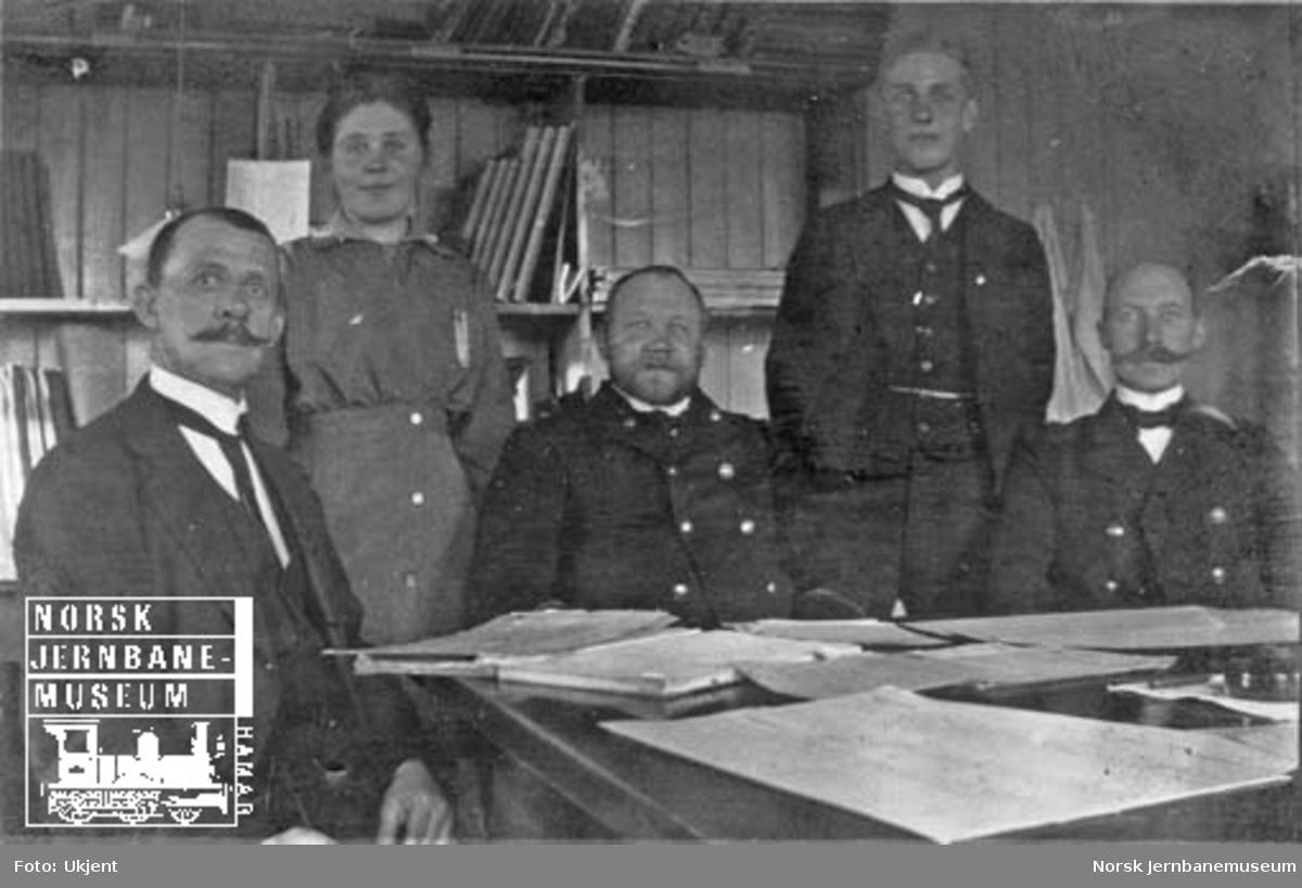 Fem ansatte ved godsekspedisjonen på Hamar stasjon