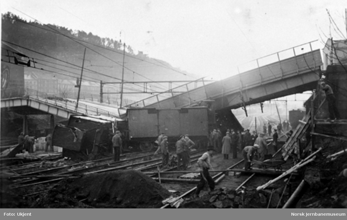 Togavsporing på Oslo Ø med ødelagt Oslogate bru