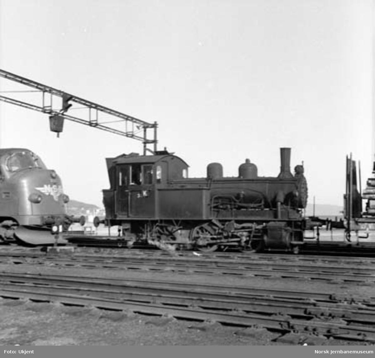 Damplokomotiv type 25c nr. 383 på Trondheim stasjon