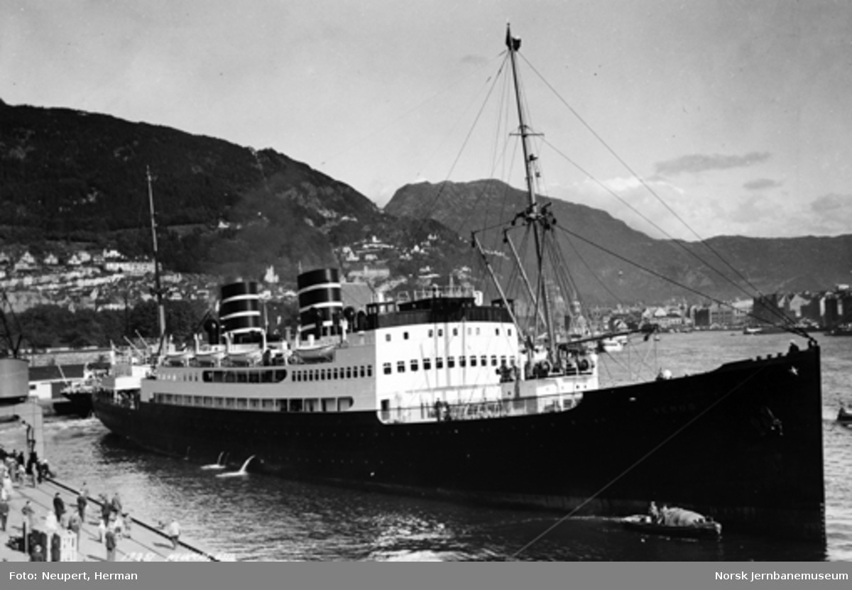 "Englandsbåten ""Venus"" i Bergen"