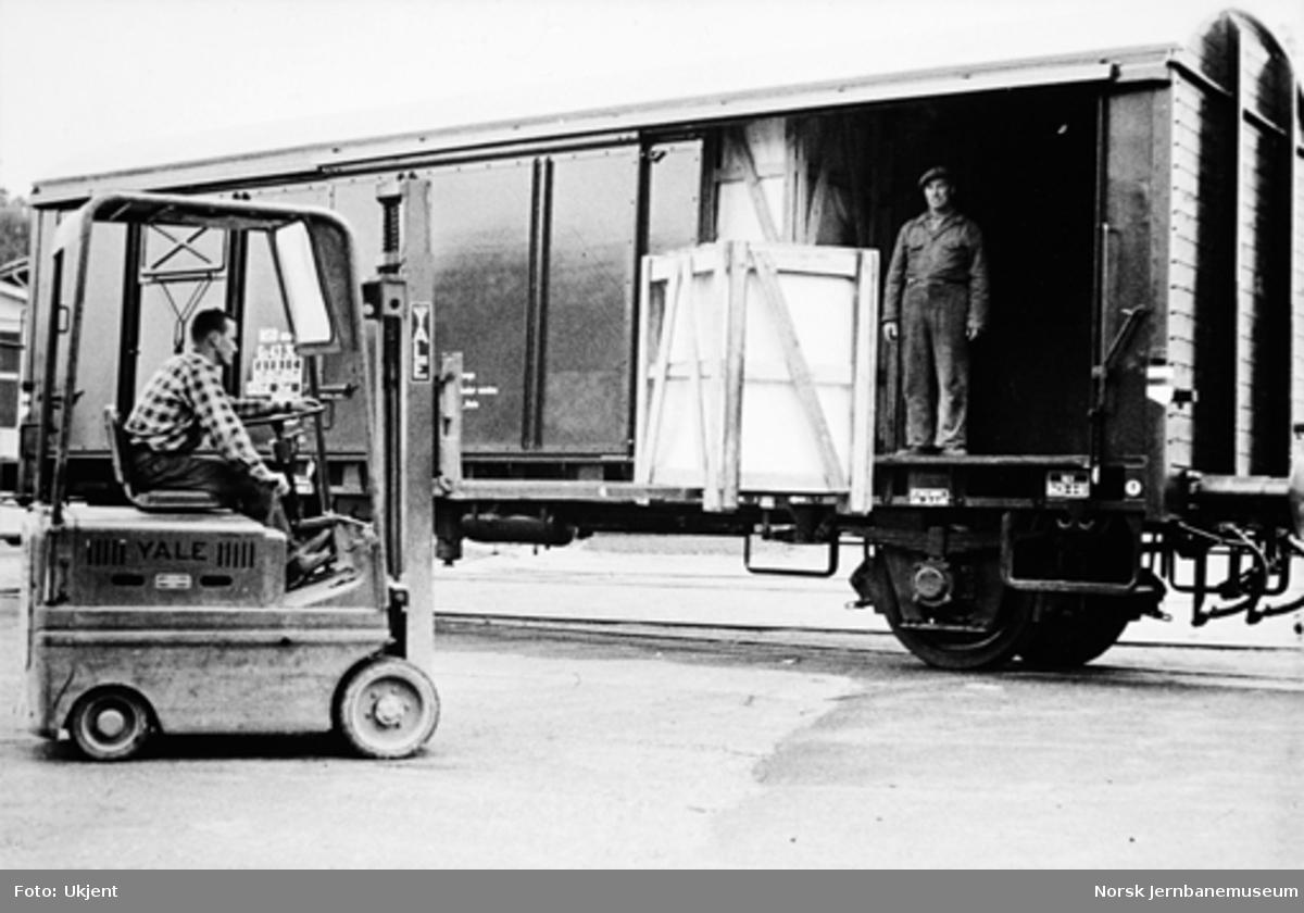 Lukket godsvogn litra G5 med tre skyvedører på hver side; forsøksvogn