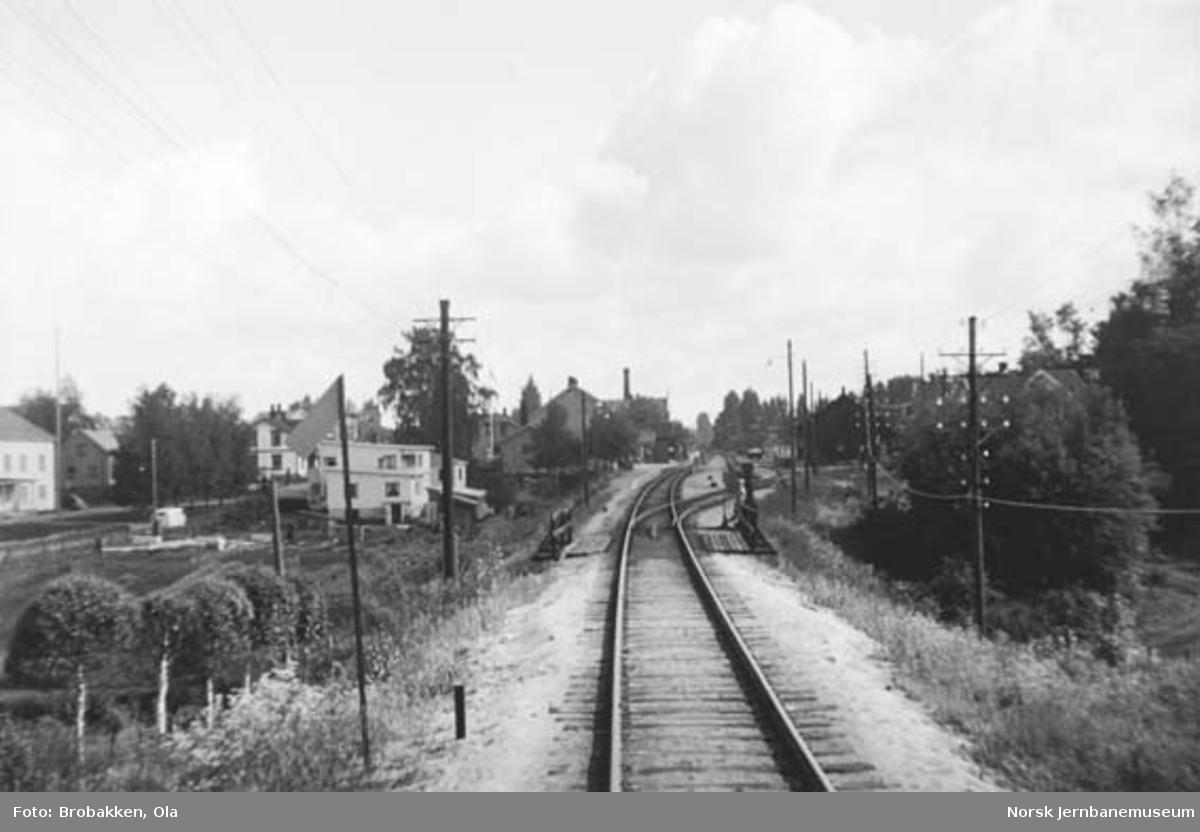 Innkjøring til Løten stasjon fra Hamar-siden