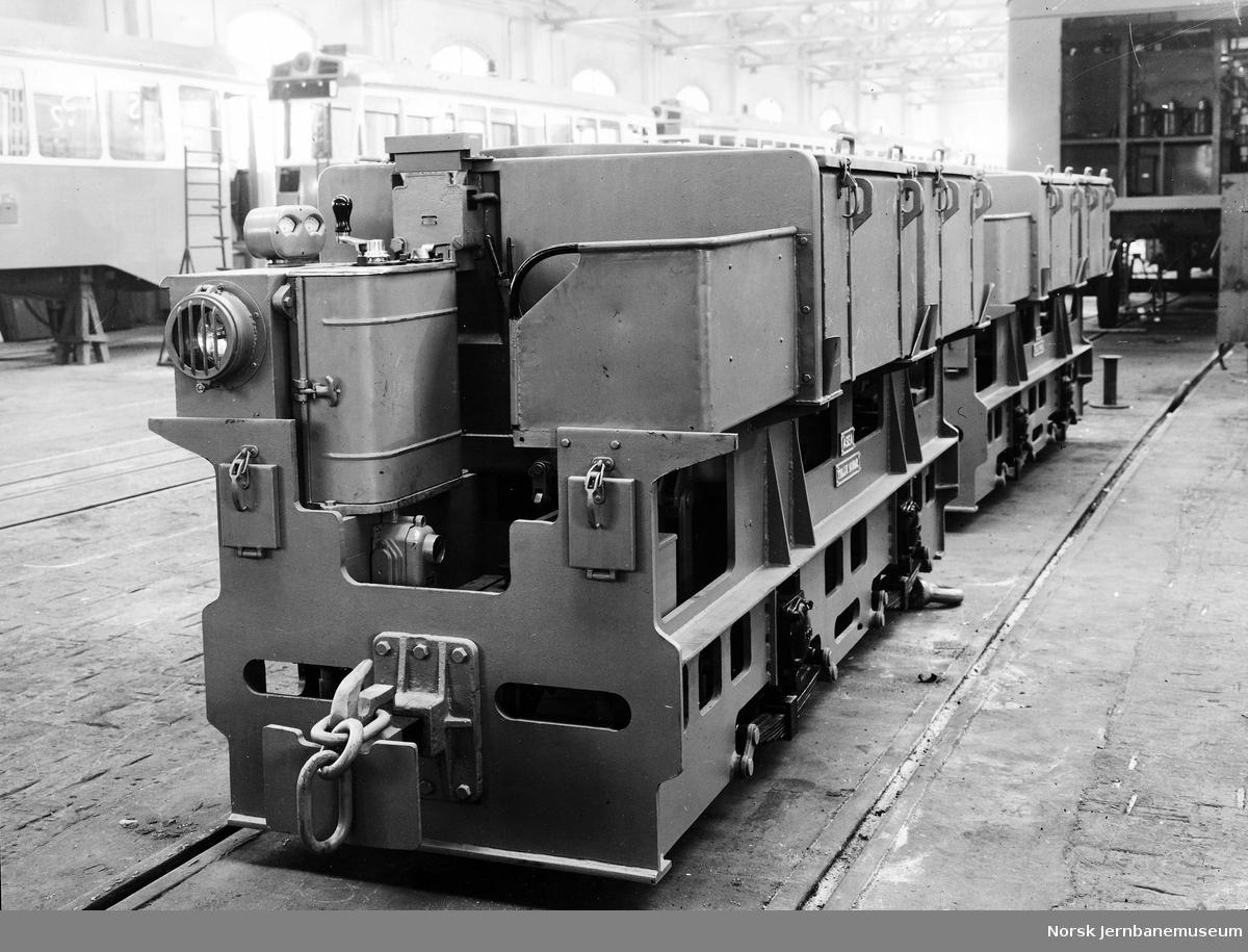 Leveransefoto av akkumulatorlokomotiv til Knaben Gruvor fra ASEA