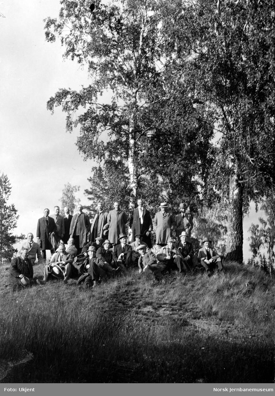 Jernbanebefaring i Valdres : gruppebilde av deltakerne på Stafhella, Ringerike